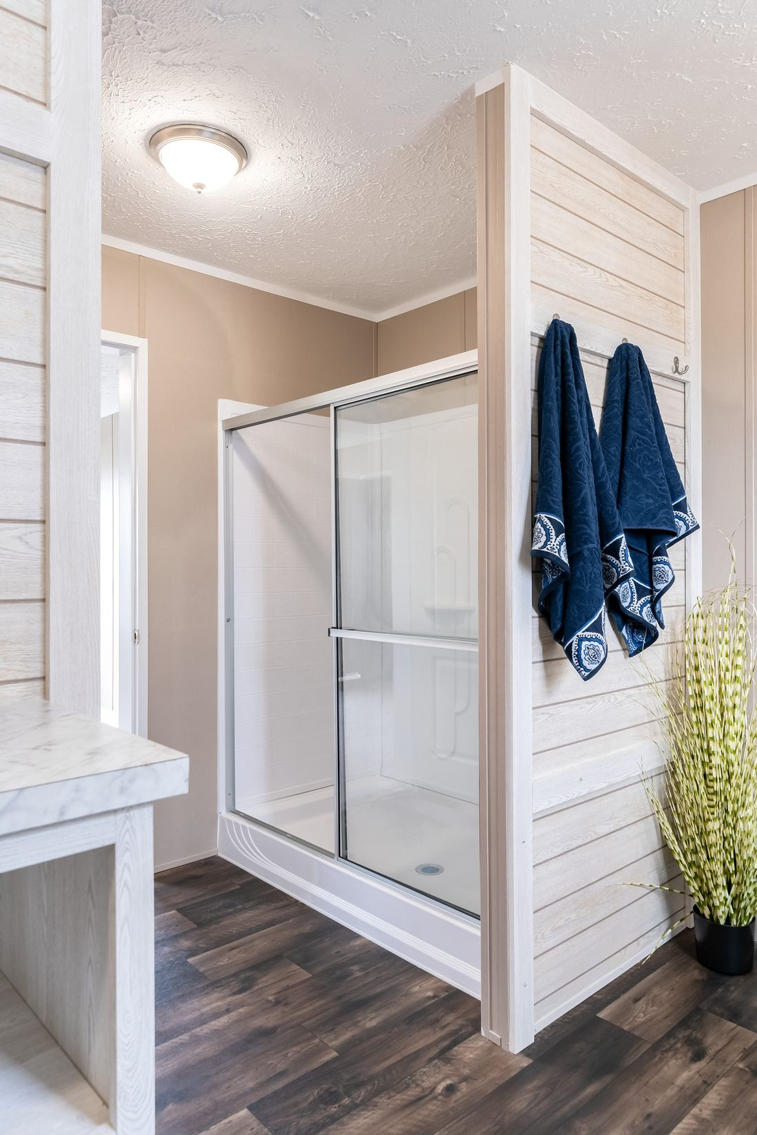 The ISLAND BREEZE Master Bathroom. This Manufactured Mobile Home features 3 bedrooms and 2 baths.