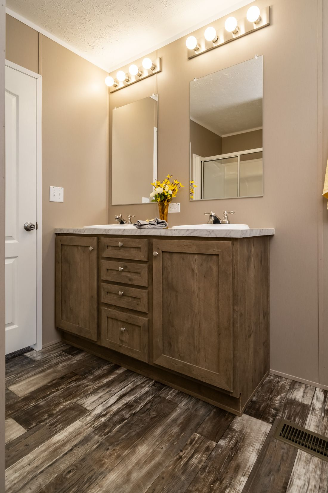 The ULTRA PRO 52 Master Bathroom. This Manufactured Mobile Home features 3 bedrooms and 2 baths.