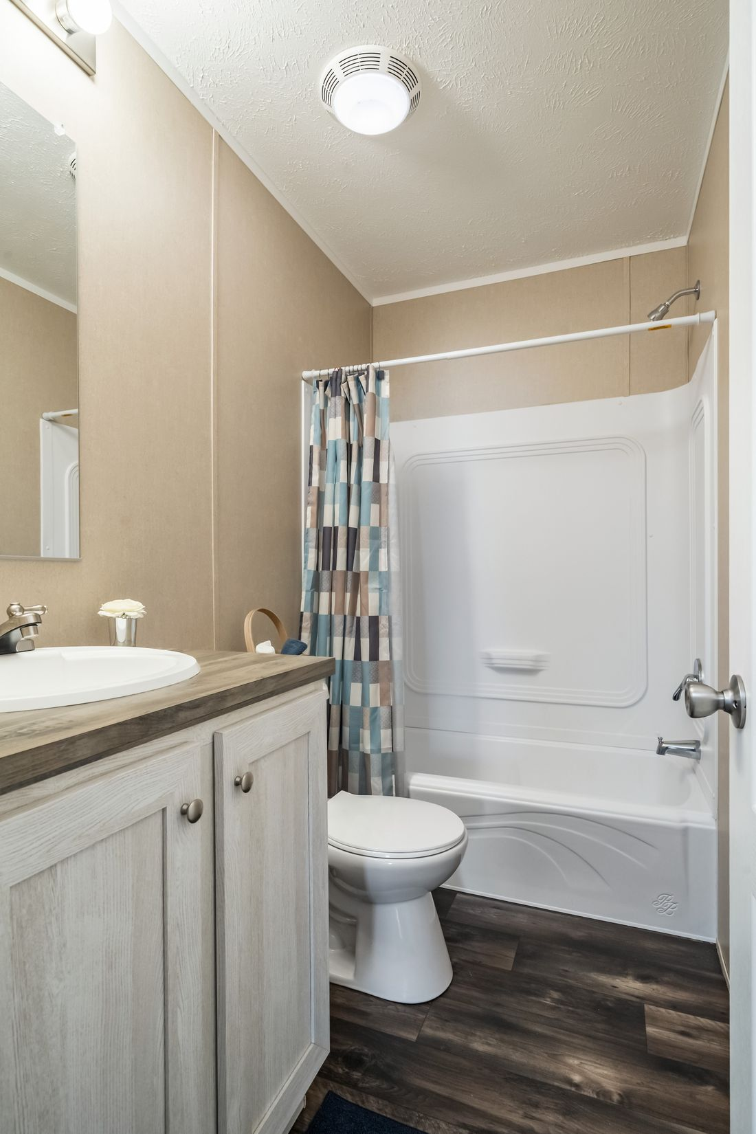 The ULTRA PRO 56A Guest Bathroom. This Manufactured Mobile Home features 3 bedrooms and 2 baths.