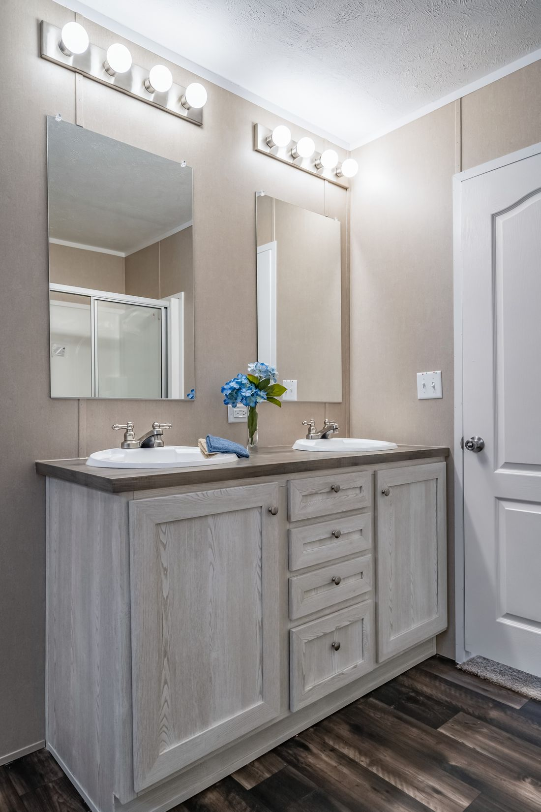 The ULTRA PRO 56A Master Bathroom. This Manufactured Mobile Home features 3 bedrooms and 2 baths.
