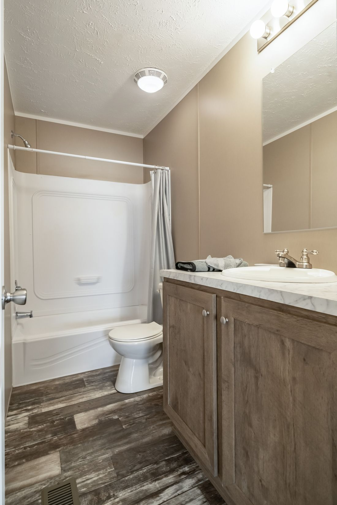The ULTRA PRO 60 Guest Bathroom. This Manufactured Mobile Home features 3 bedrooms and 2 baths.